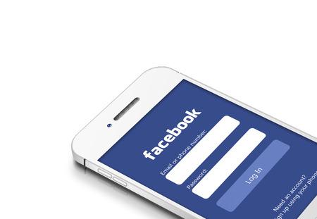 Gdansk, Polen - 2 maart 2015: witte mobiele telefoon met sociale netwerk van Facebook geïsoleerd over witte achtergrond