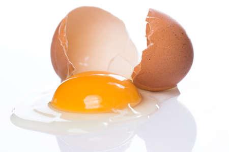 Close-up van gebarsten eieren