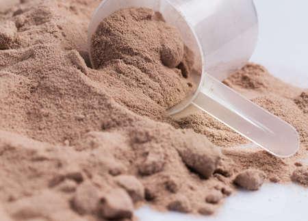 белки: Сухая сыворотка белка и совок Фото со стока