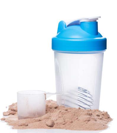 白い背景の上のシェーカーとタンパク質の粉 写真素材