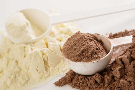 Close up of protein powder and scoops Stockfoto