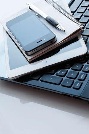 teclado de ordenador: Close up de lugar de trabajo en la oficina