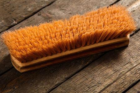Cepillo sobre suelo de madera Foto de archivo - 37065261