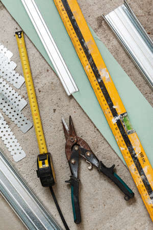 crimper: Different instruments and materials for build a plasterboard walls