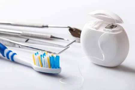 Set van verschillende gereedschappen voor tandzorg