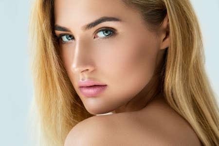beautiful eyes: Portrait der schönen blonden Mädchen mit schönen Augen