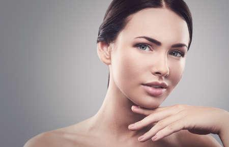 Image de belle femme avec la balance des blancs costom Banque d'images