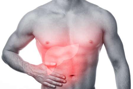 higado humano: Los problemas con el hígado. El hombre siente el dolor y la celebración de mano en su estómago. Aislado en blanco.