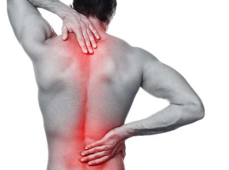 Mann mit Schmerzen in seinem Rücken auf weißen Hintergrund