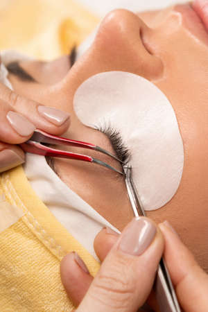 master volume: Procedure of eyelashes extension in salon