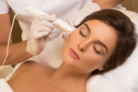 Woman during face skin diagnostic in the professional beauty salon Zdjęcie Seryjne