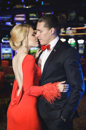 Young, beautiful and well dressed couple in the casino Zdjęcie Seryjne - 133815555
