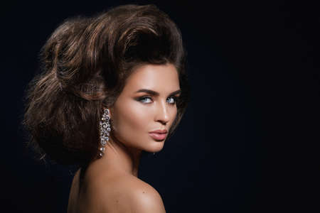 Portrait of gorgeous woman with a beautiful hairstyle and make-up 写真素材 - 133671575