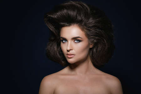 Portrait of gorgeous woman with a beautiful hairstyle and make-up 写真素材 - 133671578