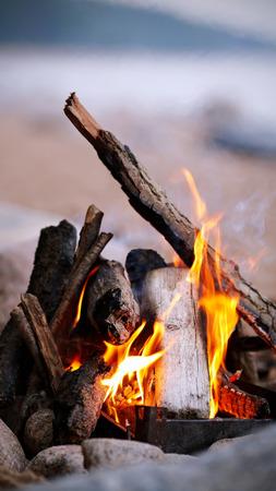 Falò luminoso. Incendio in condizioni di marcia. Archivio Fotografico - 26164206