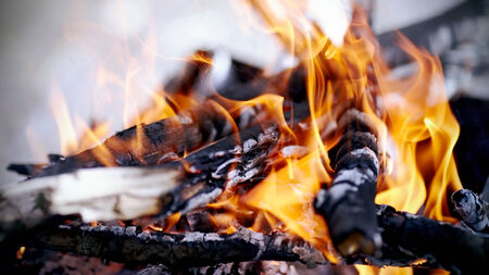 smoldering: Bright campfire. Fire in marching conditions.