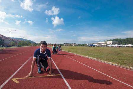 Muadzam Shah, Malaysia - 22. November 2018. Muadzam Shah's Vocational College jährliches Sportspiel. Athleten Männer und Frauen liefen 100, 200, 400, 800 Meter, Staffeln 4 * 100 und 4 * 400