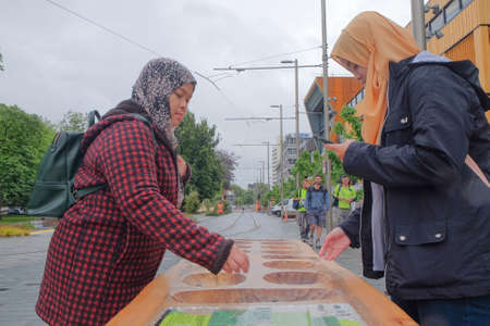 Ayoayo in the street of Cheistchurch. Ayoayo  is a traditional mancala board game played in most of New Zealand. Redactioneel