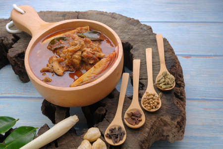 """The spicy beef and tripe dish known as """"Asam Pedas Tetel"""" on old wood 版權商用圖片"""