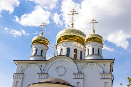 cristianismo: las b�vedas de oro del cristianismo catedral ortodoxa Foto de archivo