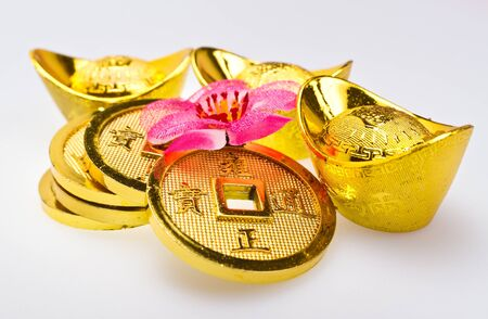 fa: Close up view of Gold ingots and Chinese Emperor Stock Photo