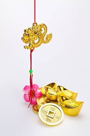 fa: Hanging golden dragon with god ingots and coins against white background