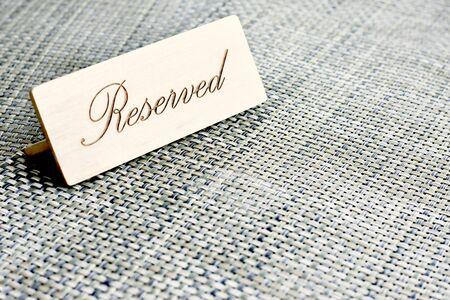 Reserved card on a restaurant table Standard-Bild