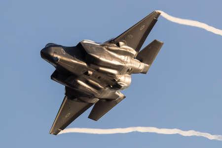 Israeli Air Force F-35 Stealth Fighter jet battenti durante un'esibizione aerea a Hatzerim, vicino a Beersheva Israele