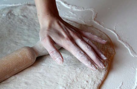 sheeting: sheeting the dough by hand for confectionery fantasies
