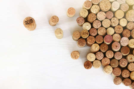 large wine cork with the number 2018 next to a lot of older ones on the table top view / different from others Stockfoto
