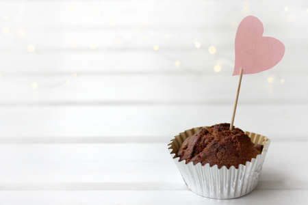 chocolate muffin with a heart-shaped sign on the table. favorite sweet diet Reklamní fotografie