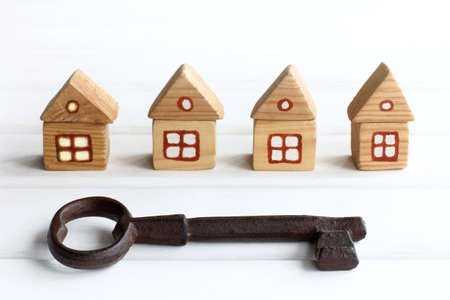 very big key on the background of wooden houses. free spaces for individual accommodation Zdjęcie Seryjne