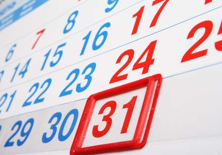 fin d annee: calendrier de bureau avec l'index sur le dernier jour du mois Banque d'images