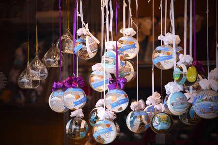 près les détails de marchés de Noël. Décorations pour arbres de Noel. Vienne, Autriche Banque d'images