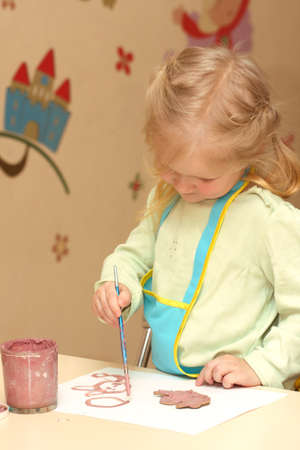 little child drawing   photo