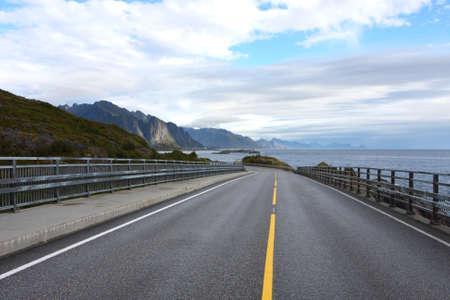route le long de la côte de la mer