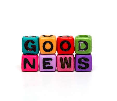Eine gute Nachricht - Wort aus bunten Kind Spielzeug Würfel mit den Buchstaben gemacht Standard-Bild - 36371177