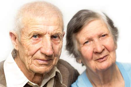 portrait des grands-parents sur un fond blanc