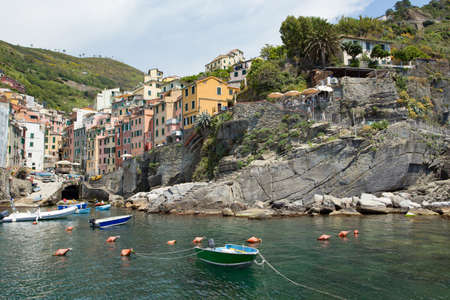 Vista de Riomaggiore Cinque Terre provincia La Spezia Italia Foto de archivo - 80556139