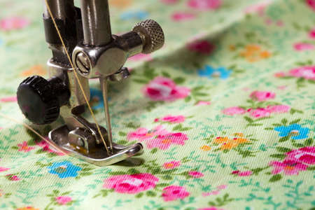 sewing machines: sewing machine - sewing process in the phase of sewing