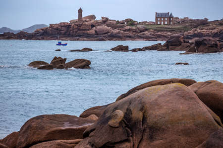 typical Brittany coast at  the Tregastel in the north of France. Phare de Men Ruz Reklamní fotografie - 100464462