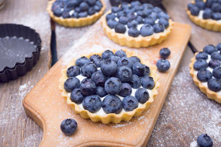 Delicious, useful and beautiful tartlets with blueberry Foto de archivo
