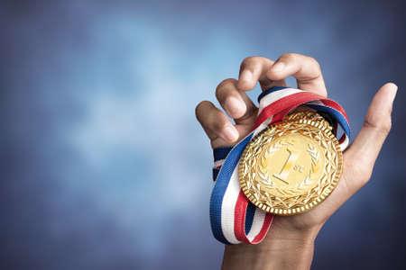 """Résultat de recherche d'images pour """"photos d'une médaille d'or"""""""