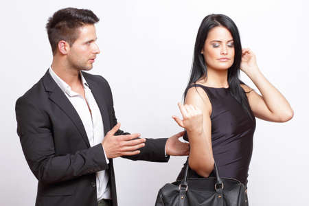 Man versucht zu flirten mit einer Frau Lizenzfreie Bilder