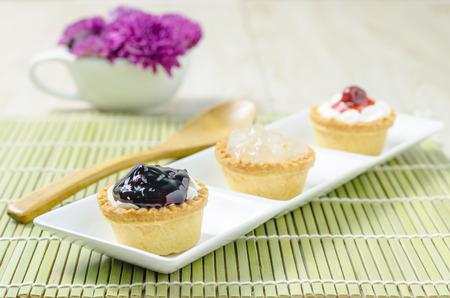 fruit tart: Mini fruit Tart  on wooden background