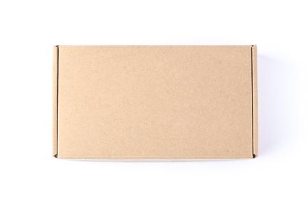 Scatola di cartone isolato su uno sfondo bianco