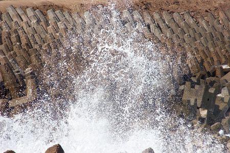 breakwater: Wave golpear el rompeolas
