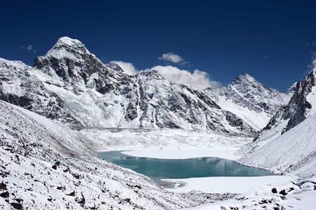 himalaia: Mountain lake with Everest in background, Nepal Banco de Imagens