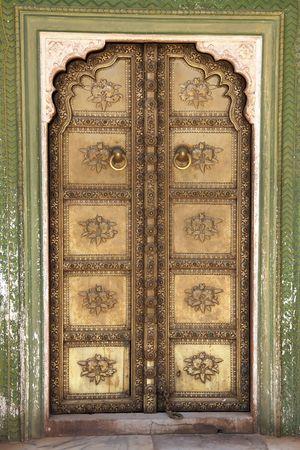 puertas antiguas: Entrada a la sala de audiencia, Jaipur, India  Foto de archivo