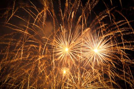 例: 新しい年のための幻想的なプレミアム花火 ' s イブ花火